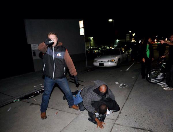 Black-Lives-Matter-Berkeley-Oakland-march-undercover-cop-beats-arrests-Black-outer-121114-by-Noah-Berger, Outed undercover cop pulls gun on Oakland protesters, Local News & Views