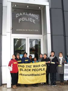 The Asian contingent chained themselves together and to the doors to solidly block the main entrance to the Oakland PD Headquarters. – Photo: BaySolidarity