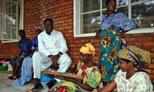 Dr. Mukwege's love for his patients and theirs for him shines through this scene outside Panzi Hospital in 2008. – Photo: Scott Baldauf, Christian Science Monitor