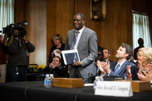 Ben Affleck and Cindy McCain applaud as Dr. Denis Mukwege concludes his testimony before the U.S. Senate Foreign Relations Committee on Feb. 26, 2014. – Photo: Barbara Kenney, Eastern Congo Initiative