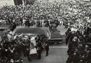 Thousands wait outside St. Augustine Episcopal Church, Oakland, on Aug. 28, 1971, as George Jackson's casket is carried inside for the funeral by members of the Black Panther Party. – Photo: Stephen Shames