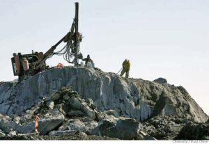 HP-Shipyard-Lennar-drilling-032907-by-Paul-Chinn-Chron-300x207, Shipyard workers demand environmental justice, Local News & Views