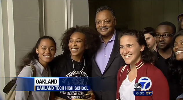 Rev. Jesse Jackson gathers excited Oakland Tech High School students around him, encouraging them to acquire the skills at Oakland Tech to make it big in the Silicon Valley tech world. – Photo: ABC7 video