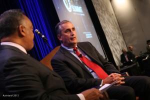 Rev. Jackson discusses Intel's progress with CEO Brian Krzanich. – Photo: Auintard