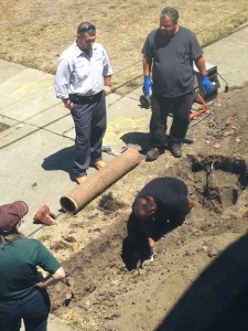 A John Stewart Co. maintenance crew appears to be replacing the old fragile terra cotta pipes on Treasure Island pipeline outside Lundgren townhouse at 1201-B Bayside Drive, though they refused to say what they were doing. – Photo: Quinn Lundgren