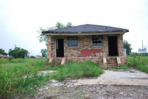 In this photo taken in the Lower Ninth Ward in 2008, a brick house, still unrestored, is the only one left standing, the wooden houses lost to the flood. – Photo: Daniel Terdiman, CNET News