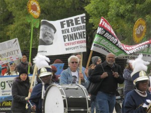 Three hundred supporters demanding freedom for Rev. Pinkney turned out for a march in Detroit on Oct. 3. – Photo: Jeremy Royer, Workers World