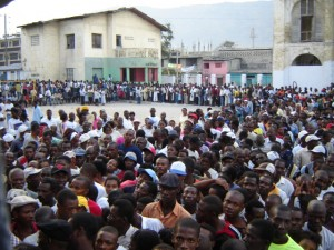 With Lavalas on the ballot, Haitians who had avoided the last several elections lined up to vote by the thousands on Oct. 25. – Photo: Haiti Innovation, Flickr