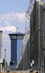 New-Folsom-Prison-fence-guard-tower-by-Rich-Pedroncelli-AP-186x300, Tension at New Folsom between Blacks and guards since assassination of Hugo Pinell, Behind Enemy Lines