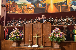 Covered-Cali-ED-Peter-V.-Lee-speaks-Pastor-Edgar-Boyd-First-AME-LA-011716-by-Ian-Foxx-300x200, Covered California 'Big Sunday' connects with more than 500 African American churches statewide, National News & Views