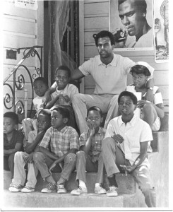 Huey joins the children at the Black Panther Liberation School in East Oakland in August 1970. – Photo: Ducho Dennis