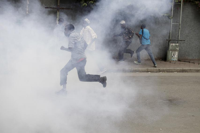 National Police disperse Haitians protesting electoral fraud in Port au Prince, Haiti, on Jan. 22, 2016. – Photo: Andres Martinez Casares, Reuters