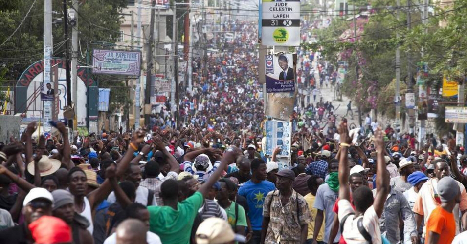 Protesters hit the streets of Port au Prince en masse on Jan. 22, 2016, upon learning their constant marching had forced a postponement of the run-off election that had been scheduled for Jan. 24. – Photo: Dieu Nalio Chery, AP
