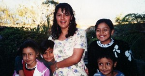 Berta Cáceres with her children, circa 1999 – Photo: Beverly Bell