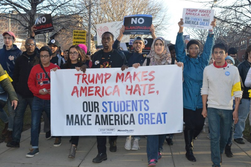 Chicago students march on Trump. – Photo: Chris Geovanis