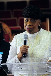 Eric Garner's mother, Gwendolyn Carr of New York City, speaks. – Photo: Kelly Johnson Revolutionary Photography