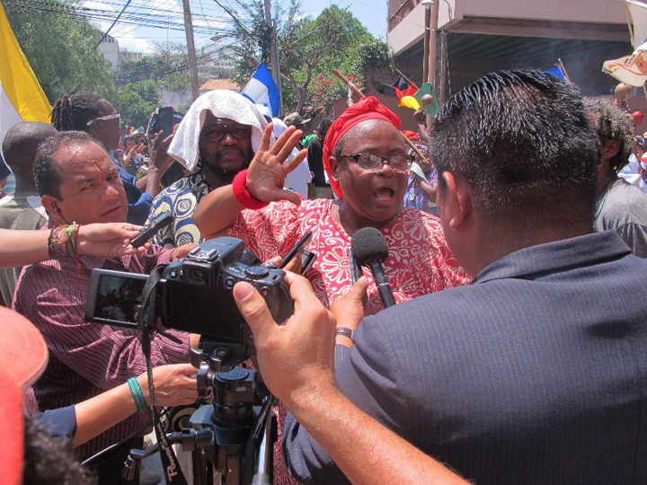 "Miriam Miranda of OFRANEH and other Garinagu speak to reporters during the two day mobilization in Tegucigalpa, Honduras. Garifuna people, mixed-race descendants of West African, Central African, Island Carib and Arawak people, who live along the Caribbean coast of Honduras, are properly called ""Garinagu,"" and the culture and language are ""Garifuna."" – Photo: Jeanette Charles"