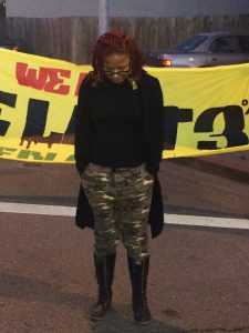 Activist Ronnisha Johnson bows her head in a moment of silence for Jessica's family. – Photo: Apollonia Jordan