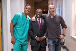 "Will Smith, Peter Landesman and Bennet Omalu in ""Concussion"" – Photo: Melinda Sue Gordon, Columbia Pictures"