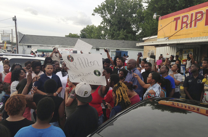 On Wednesday morning, nearly 100 people came to the Triple S Food Mart to debate the best way to respond to Alton's death. – Photo: Jim Tanner, Reuters