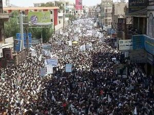 On Monday, Aug. 13, Houthis poured into the streets of Sanaa, the capital of Yemen, in protest. – Photo: Twitter @CouncelKu