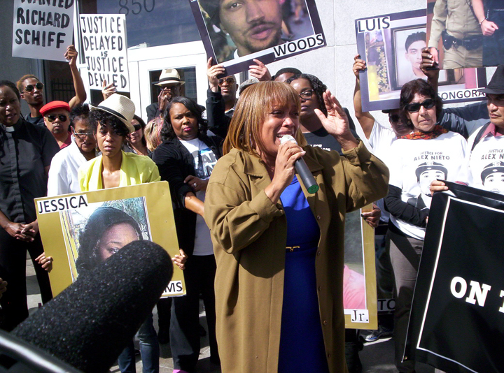 Mario-Woods-Coalition-rally-outside-DA's-Office-Mario-Woods'-mom-Gwen-Woods-speaks-100716-by-Fundi-web, Activists to San Francisco DA: Prosecute, Gascón!, Local News & Views