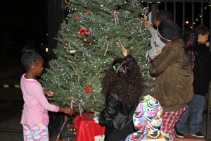 Double-Rock-tree-lighting-children-trim-the-tree-112616-by-Price-Dean-web-300x200, Second annual Christmas tree lighting brings joy and love to Double Rock – activities continue through the year, Local News & Views