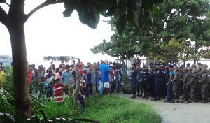 Honduran-police-military-attempted-eviction-barred-by-Garifuna-Barra-Vieja-community-092914-web-300x176, Honduras: Government-supported tourism pushes Garifuna maroons off their land of 200 years, World News & Views