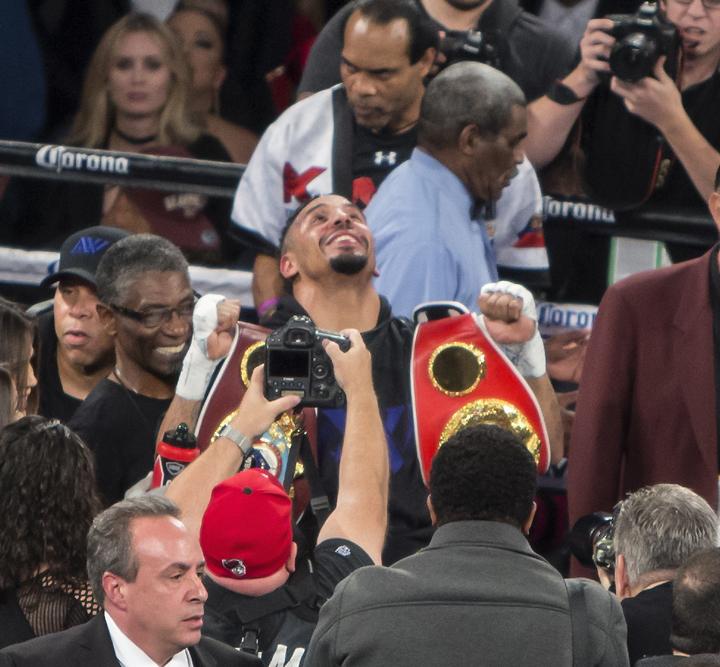 Andre Ward (31-0, 26 KOs) is the new International Boxing Federation (IBF), World Boxing Association (WBA) and World Boxing Organization (WBO) light heavyweight champion of the world! – Photo: Malaika Kambon