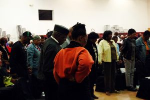 Allen-Temple-homelessness-forum-group-prayer-for-homeless-Oakland-residents-092217-by-Betty-Rose-web-300x201, Allen Temple homelessness forum reveals Oakland leaders place low priority on housing, Local News & Views