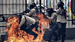 Guarimba-Molotov-cocktails, What's REALLY happening in #Venezuela – from someone who knows, World News & Views