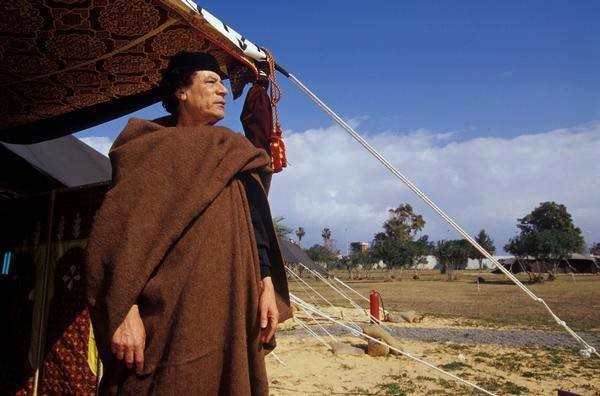 Muammar-Qaddafi-stands-outside-tent-Libya, Remembering Muammar Qaddafi and the great Libyan Jamahiriya, World News & Views