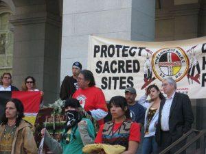 Dennis-Banks-speaks-at-Longest-Walk-II-press-conference-on-Sacramento-Capitol-steps-021208-1-300x225, Dennis Banks, warrior for Indian rights, presénte, Culture Currents