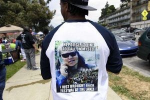 BBQ'n-While-Black-at-Lake-Merritt-response-to-gentrifier-'BBQ-Becky'-meme-on-shirt-052018-by-Michael-Short-SF-Chron-300x200, When barbequing while Black becomes a part of the Art of Living Black, Culture Currents