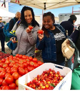 Farmers-Market-3rd-Jerrold-Marna-Armstead-April-Spears-shop-for-Auntie-April's-restaurant-0518-266x300, Bayview community farmers market launches, Local News & Views