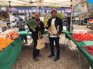 Farmers-Market-3rd-Jerrold-Ron-Saunders-Eskender-Aseged-shop-for-Radio-Africa-Kitchen-restaurant-0518-300x225, Bayview community farmers market launches, Local News & Views