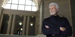 Mayor-Ron-Dellums-arms-folded-in-Oakland-City-Hall-rotunda-031209-by-Eric-Risberg-AP-300x150, Hunters Point Shipyard: A few caring people are changing the world, Local News & Views
