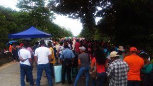 Costa-Rica-national-teachers-strike-Strikers-block-traffic-over-bridge-in-Region-44-0918-2-web-300x169, Parallels between national strikes, from prisoners in the US to teachers in Costa Rica, World News & Views