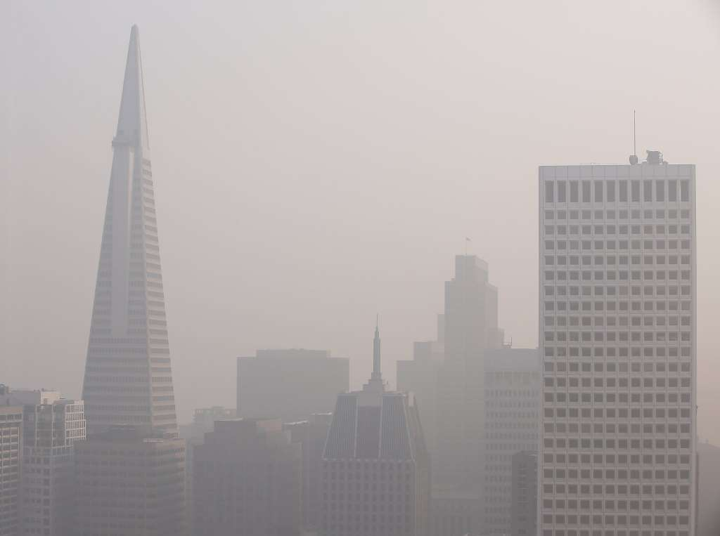 San-Francisco-smoky-air-reaches-purple-on-Air-Quality-Index-111618-by-Russell-Yip-SF-Chronicle, No shelter from the smoke: SF, its air quality worst in the world, pushes homeless adults and children outdoors all day, Local News & Views