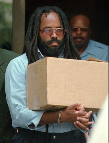 Mumia-handcuffed-carries-box-after-hearing-Philly-1995-by-Chris-Gardner-AP, Hundreds of boxes of prisoners' files recently found in Philly DA's Office, including Mumia Abu-Jamal's case, Behind Enemy Lines