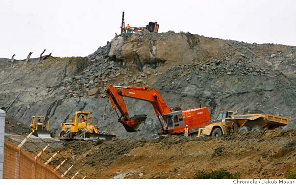Lennar-excavation-032007-Shipyard-Parcel-A-by-Jakub-Mosur-Chron, Jumped into the toxic land!, Local News & Views