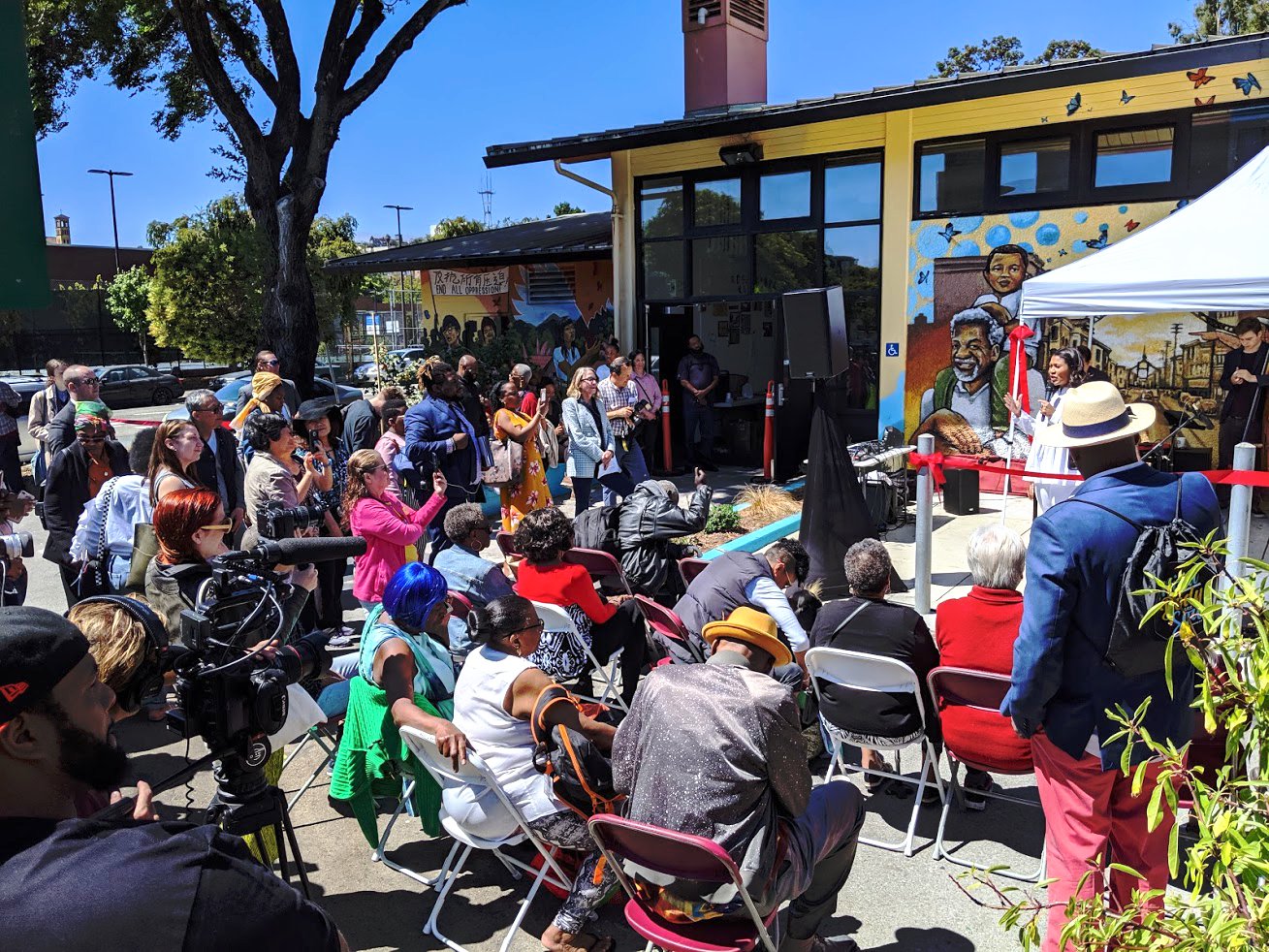 Mayor-London-Breed-unveils-'Spirit-of-Fillmore'-mural-crowd-Buchanan-Mall-080319-by-Darcy-Brown-Martin, Community-created 'Spirit of Fillmore' mural unveiled by SF Mayor London Breed, Local News & Views