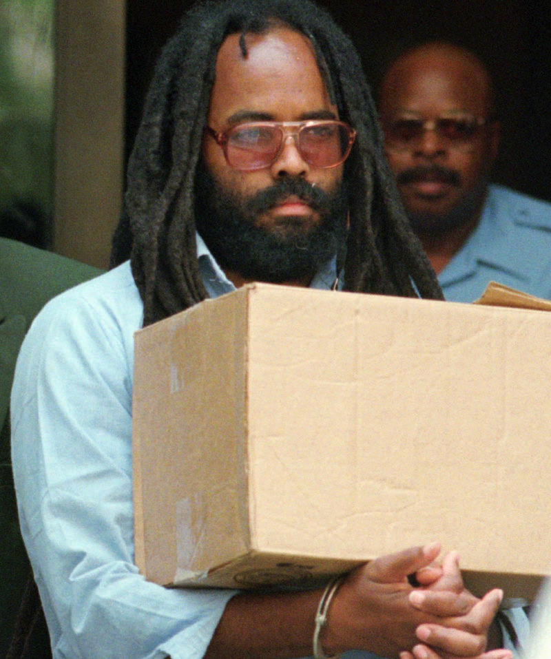 Mumia-handcuffed-carries-box-after-hearing-Philly-City-Hall-0795-by-Chris-Gardner-AP, New evidence of innocence spurs two court filings for Mumia Abu-Jamal, Behind Enemy Lines