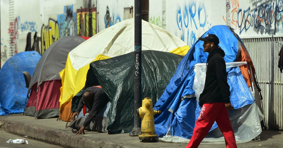 LA-Skid-Row-homeless-encampment-053019-by-Frederic-J.-Brown-AFP, Poverty in America a literal 'death sentence,' says Sanders, following devastating GAO report, National News & Views