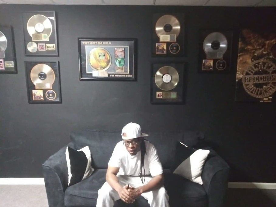 Pyeface-under-the-platinum-and-gold-records-of-Black-Market-Records, 30 days after release, prisoner holds fundraiser, Behind Enemy Lines