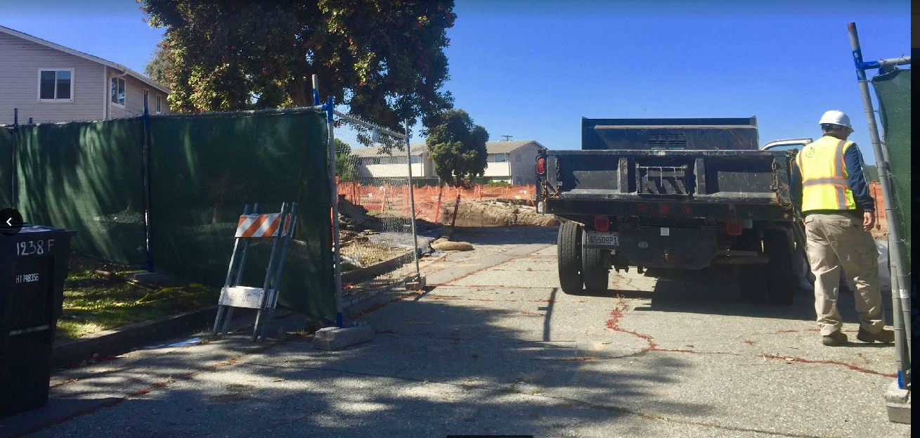 Treasure-Island-worker-at-gate-in-fence-at-Northpoint-SWDA-'extension'-by-Carol-Harvey, Navy removes an estimated 163+ new radiation deposits from two toxic dumps and dangerously radioactive soil from under occupied Treasure Island home, Local News & Views