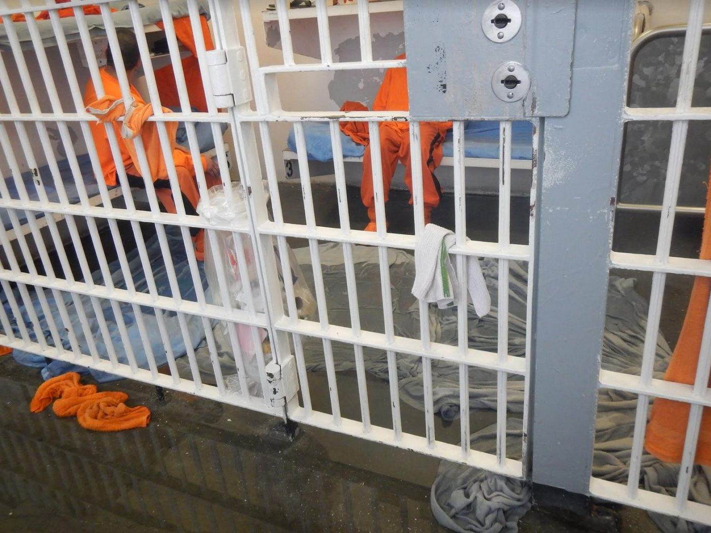 SF-County-Jail-850-Bryant-sewage-spill-2017-prisoners-on-bunks-blankets-sopping-up-sewage-1400x1049, 50+ organizations demand San Francisco release people from jails to mitigate COVID-19 spread, Behind Enemy Lines