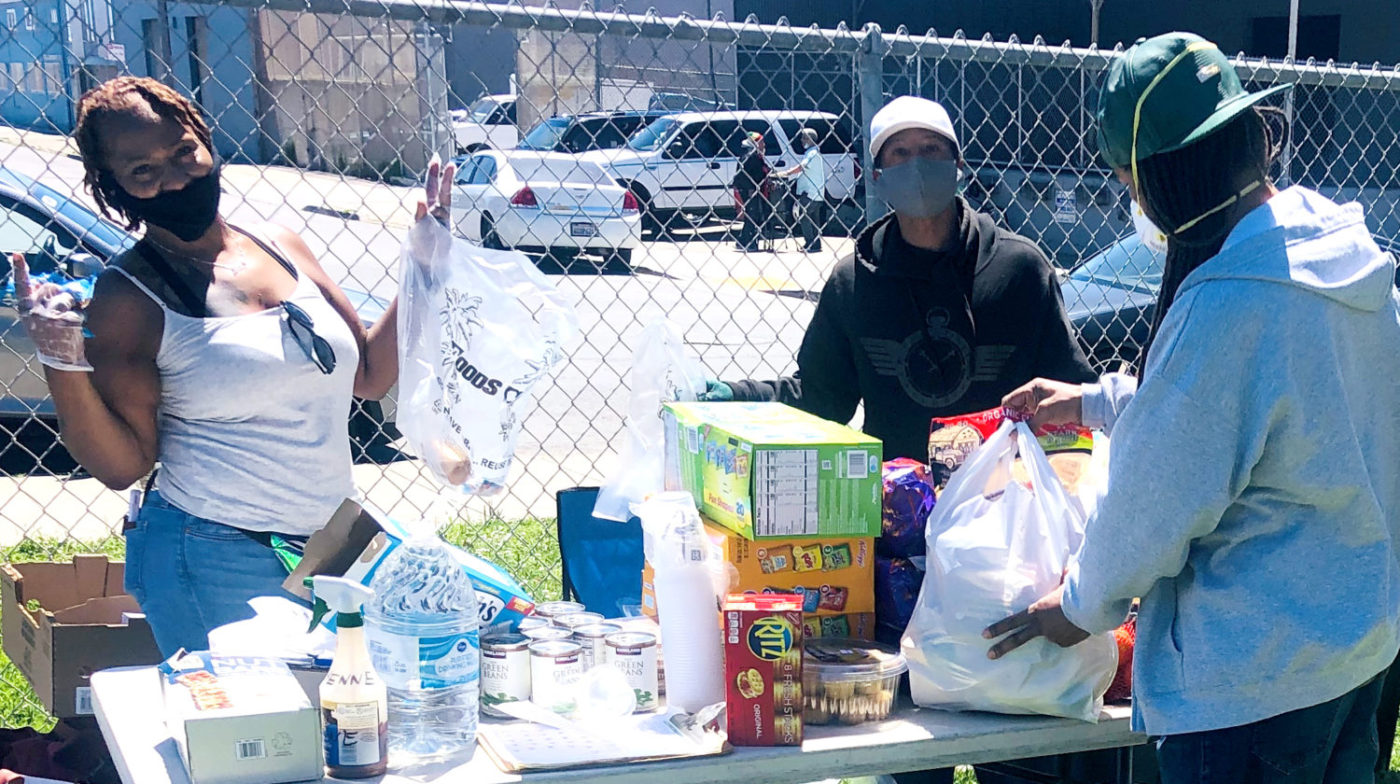 Beds-4-Bayview-neighbor-Lolita-donates-abundant-food-at-MLK-Park-accepted-by-Mother-Brown's-employee-Mac-1400x784, Community seizes MLK Park as immediate COVID relief for unhoused neighbors, Local News & Views