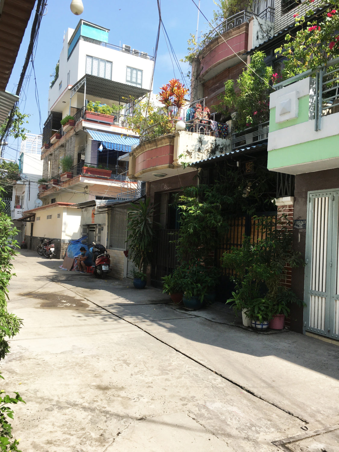 Tan-Binh-District-Ward-7-Ho-Chi-Minh-City-typical-middle-to-low-income-residential-district-during-coronavirus-lockdown-042320-by-©Le-Thi-Xuan-Ninh, Viet Nam vs. COVID-19: How one small nation defeated a global enemy, World News & Views