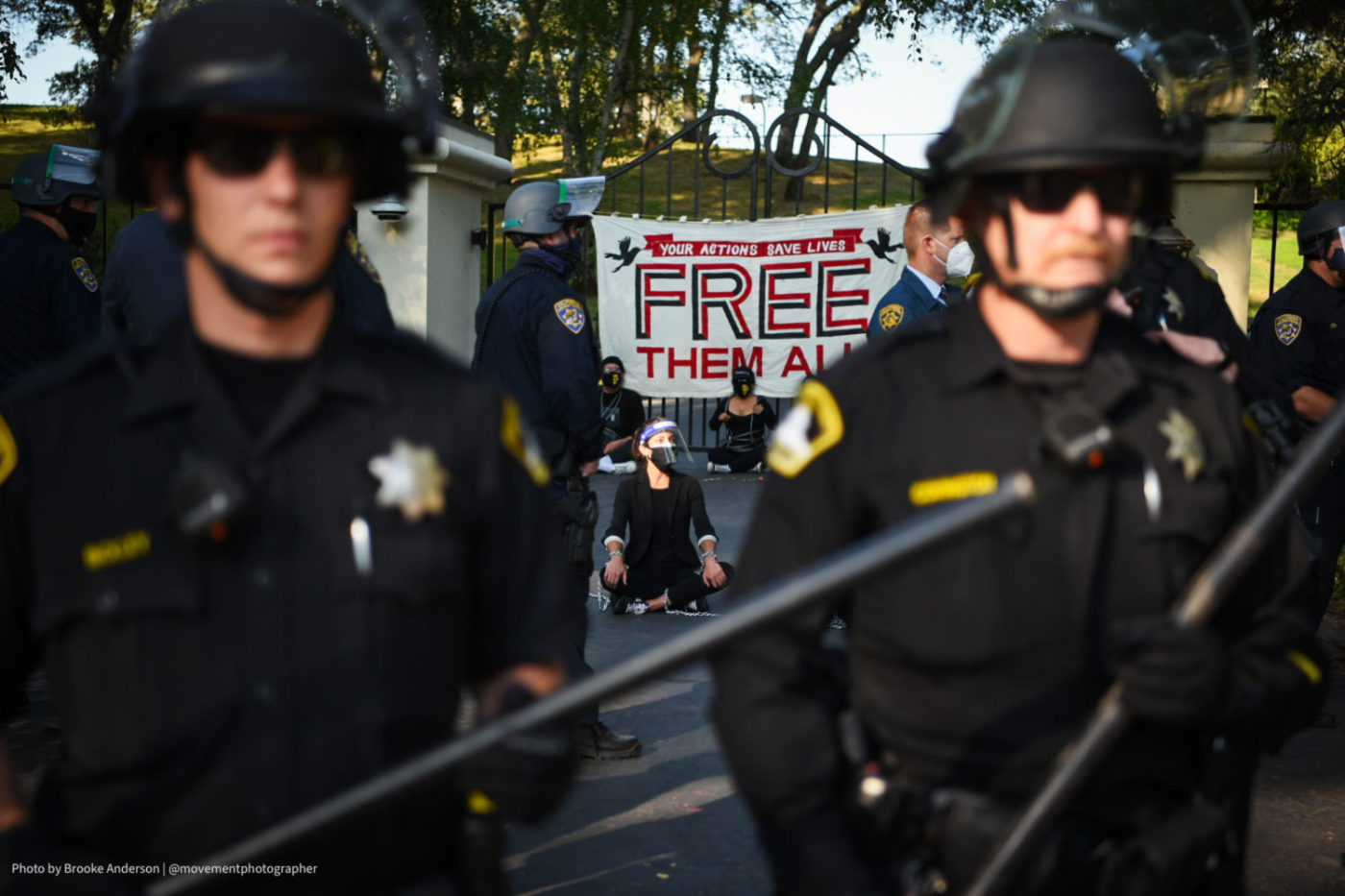 Cops-block-gate-to-Newsoms-mansion-while-protesters-demand-freedom-for-prisoners-detainees-072720-by-Brooke-Anderson-1400x933, Protesters at Gov. Newsom's mansion demand he save the lives of incarcerated people – 14 arrested, Local News & Views